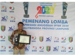 Dosen Biologi ITERA Raih Juara 1 Lomba Apresiasi Anugerah IPTEK dengan Ciptakan Pupuk Cair dari Limbah Tahu